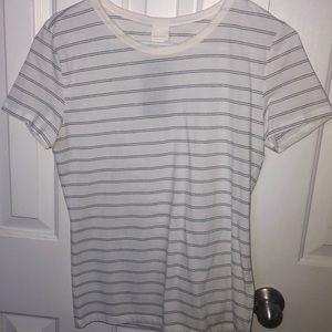 Selling a white and black stripped shirt from H&M
